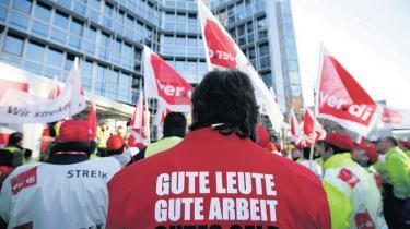 37,5 kr. i timeløn er utænkelig i Danmark. Men i Tyskland er det en reel løn for mange. De politiske partier kæmper indædt om, hvorvidt en mindsteløn skal indføres ved lov. Men fagforeningerne er for svage til at kræve anstændig løn af arbejdsgivere, siger ekspert