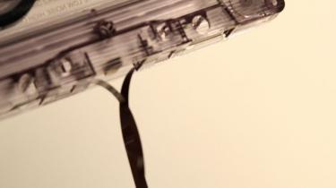 Velkommen til en ny, sær, hypet genre: Chillwave. Den psykedeliske lyd af genopdaget og omformuleret fortid, foretaget ved hjælp af kassettebåndoptagere og udtjente synthesizere. Som med garagerock og lo-fi, så lyder det decideret skramlet - men på en utrolig dejlig måde