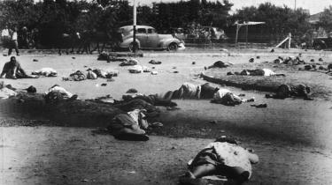 I morgen er det 50 år siden, sydafrikansk politi skød og dræbte mænd, kvinder og børn under en demonstration i forstaden Sharpeville. Med massakren begyndte den internationale kritik, som i sidste ende bidrog til apartheidregimets fald