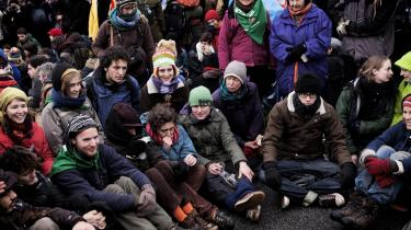 Aktivister venter på at gå i demonstration til Bella Center under COP-15-mødet i København i december. Allerede inden klimatopmødet aflyttede politiet aktivister, som de mistænkte for at ville lave ulovlige aktioner under COP15