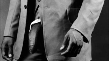 Blandt tissemændene i Niels Franks nye bog, bruges mest plads på denne sorte snabel, angiveligt et kunstværk, 'Man in Polyester Suit', lavet af Robert Mapplethorpe, som læses i sublim dialektik mellem begær og magt. Billedets potentiale beror dog ifølge Frank i sidste ende på dets beskuer-appel: 'Jeg fornemmer, at fotoet i det mindste hvisker til sin beskuer: 'Sådan ser altså min fantasi ud. Og hvad med din?''.