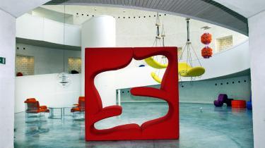 Hvad stiller et kunstmuseum op, når en undersøgelse viser, at halvdelen af dets gæster keder sig, når de ser på kunst? Information tog til Kolding efter et svar, da Trapholt slog dørene op til en udstilling, der henvender sig direkte til de målgrupper, der kendetegner Trekantsområdet