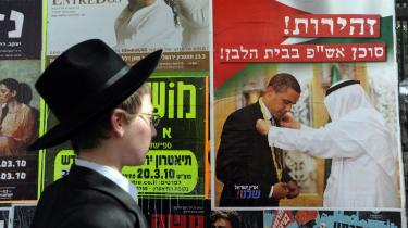 Israels premierminister, Benjamin Netanyahu, er fanget mellem ortodokse og mere liberale kræfter. Konflikten med USA og Obama presser ham, men spørgsmålet er, om han på sigt vil vælge en mere forsonlig tilgang i forhold til palæstinenserne.