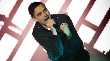 Da Cevea skulle finde fem bud på, hvem der skal være Årets idealist 2010, havde de ikke mange venstreorientede at vælge mellem, erkender de. En af dem blev musikeren Simon Kvamm fra bandet Nephew.