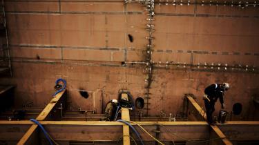 På fynske Lindøværftet frygter værftsarbejderne en 'kæmpe social deroute', når værftet lukker. Fortidens arbejderidyl kan blive en spøgelsesby,   mener fællestillidsmanden.