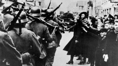 Det tyske mindretal i Aabenraa modtog begejstret de tyske besættelsestropper   den 9. april 1940.