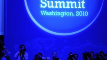 47 nationer deltog i mødet om atomsikkerhed i Washington, der sluttede i går.  Sikkerhed og risikoen for atomterror var på den officielle dagsorden, men mellem møderne blev der også tid til at diskutere et af de lande, der ikke var inviteret med ved bordet, nemlig Iran - og i den forbindelse muligheden for internationale sanktioner.
