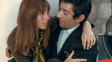 Kvindeforfører. Kvinder har altid været en stor del af Serge Gainsbourgs liv - gerne de unge og smukke af slagsen. Da Brigitte Bardot fik kolde fødder, druknede Serge Gainsbourg sorgen i den unge, engelske model og skuespillerinde, Jane Birkin, som han mødte på optagelser til filmen Slogan. Arkiv