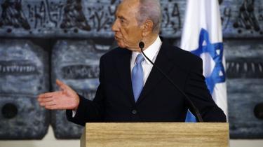 Israels præsident, Shimon Peres, påstår, at Hizbollah har fået missiler med spræng-hoveder fra Syrien. Men for mange i regionen er det ikke det mest skræmmende. Det er i stedet Israels våbenlagre, som de internationale inspektører ikke har adgang til, men som menes at indeholde hundredvis af atomsprænghoveder, der virker meget mere truende end et par vognlæs Scud-missiler.