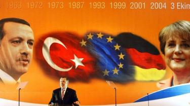 Håbet om cypriotisk genforening svinder hastigt efter den nationalistiske valgsejr på den tyrkiske del af øen. Tyrkiets premierminister Erdogan er nødt til at finde på noget meget snart, hvis han vil fastholde sit land på kurs mod EU-medlemskab