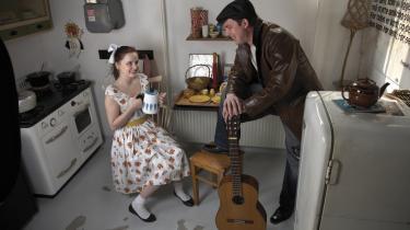 Man skal få husholdnings-budgettet til at slå til i den nye teaterrapport. Her er det et billede fra Himmerlands Teater, hvor der i går aftes var premiere på 'Når en sailor går i land'.