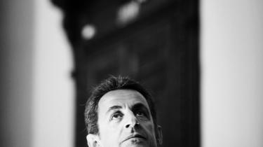 Skrivekløe. Midtvejs i sin første præsidentperiode er Sarozy et varmt navn at skrive om. På den franske udgave af internetboghandelen Amazon giver en søgning på Sarkozy 1.040 titler.