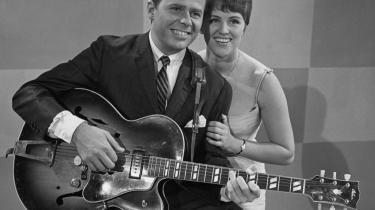 Jørgen og Grethe Ingmann charmerer publikum og tv-kameraet i en optagelse fra begyndelsen af 1960'erne