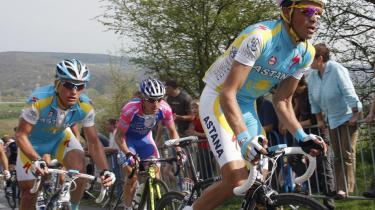 Alexandre Vinokourov (tv) er tilbage efter sin dopingstraf. I går vandt han Liege-Bastogne-Liege.