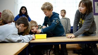 Kedsomheden melder sig hurtigt, hvis eleverne ikke kan være med til at styre læreprocessen. For tiden er tendensen i skolen dog, at krav og test skaber for mange kloner med for dårlige kompetencer.