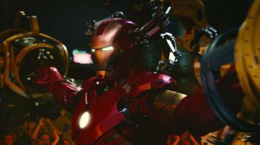 'Iron Man 2' er for det meste fuldfed og begavet underholdning, men af og til kører den i tomgang