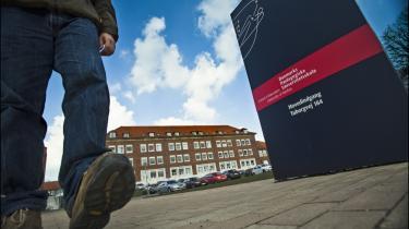 Danmarks Pædagogiske Universitets skæbne er endnu ikke afgjort, og flere forskere protesterer mod de forslag til ændringer en konsulentrapport har foreslået.