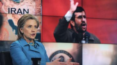 De delegerede fra USA, Storbritannien og Frankrig havde ikke tålmodighed til at høre på den iranske præsident, Mahmoud Ahmadinejad, da han gik på talerstolen ved en NPT-konference i New York. De tre landes delegationer udvandrede fra konferencen, der samler de lande, som har tilsluttet sig traktaten om ikke-spredning af kernevåben, NPT. Senere i går aftes var USA's udenrigsminister, Hillary Clinton, programsat til at tale, og det er primært Iran og USA, fokus samler sig om på den lange konference.