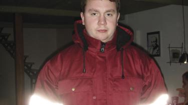 Den 18-årige maskinapirant Jon Sandholt fik kun fem sejldage på Svendborg-coasteren Orasila, der sejlede på Østgrønland. Den 16. januar 2009 kæntrede han sammen med skibets førstestyrmand fra en åben arbejdsjolle, og begge forsvandt i det iskolde hav. Rederiet slap med en mindre bøde, fordi skibet manglede det påbudte sikkerhedsudstyr - bl.a. en redningsdragt til 3.000 kr.