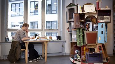 Ideen bag Demoteket er, at man aflever noget på biblioteket, man gerne vil have, at andre skal kunne låne. Så registrerer biblioteket det, som om det var en bog eller cd, de havde købt, og stiller det frem på en særlig reol.