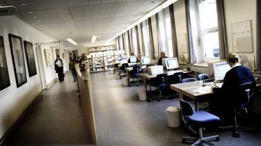 For at redde Danmarks Pædagogiske Universitets omdømme bør hele besparelses- og afskedigelsesprocessen gå om. Først må dekanen pålægge de ansvarlige at finde besparelser uden afskedigelser, og lykkes det ikke, må der gennemføres mere velbegrundede personalereduktioner. Det, der er ved at ske lige nu, vil blive husket som en skændsel i dansk universitetsliv