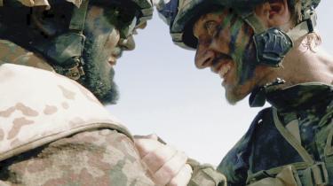 En scene i dokumentarfilmen Armadillo om danske soldater i Afghanistan, instrueret af Janus Metz, skaber nu debat om, hvornår det er i orden at skyde en fjende, og hvornår det ikke er.
