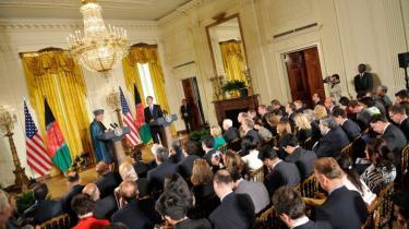 USA har fuldstændig skiftet kurs over for præsident Karzai. Han er manden, som skal levere sejren i Afghanistan, lyder signalet nu fra Washington, der har brugt millioner af dollar og diplomattimer på at hele forholdet til Karzai før sommerens store styrkeprøve i Kandahar