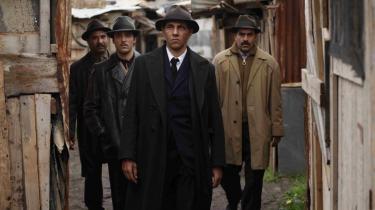 Højreradikale aktivister havde truet med at boykotte visningen af filmen 'Hors la loi' (billedet), som de mener - uden at have set den - fortæller løgne om Frankrigs kolonisering af Algeriet.