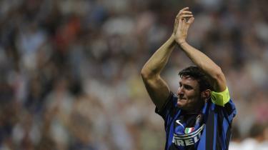 Kaptajnen. Inters argentinske holdkaptajn, Javier Zanetti, skal ikke med til Sydafrika, og det laver sejren i Champions League sidste weekend ikke om på. Som landstræner Maradona vrissede til pressen: 'Hold nu kæft! Listen er afleveret.'