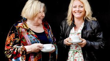 Den britiske forfatter Fay Weldon og journalist og forfatter Majse Njor har sammen skrevet en mail-bog om forskellen på mænd og kvinder, alder, forfald og selvindsigt.