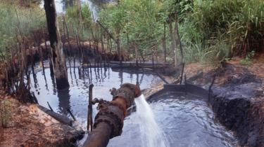 Giganterne Occidental, BP, Chevron, Shell og de fleste andre olieselskaber er tilsammen involveret i hundredvis af udestående retssager. Her i Ecuador har man alene sagsøgt Texaco for ikke mindre end 30 milliarder dollar.