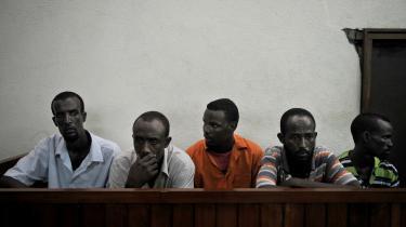 Kenyas retsvæsen er ved at gå i knæ over de mange retssager. Foreløbig er 18 pirater blevet dømt, mens 110 afventer retssag. Det samme er tilfældet på Seychellerne, hvor 10 piratsager beslaglægger 25 procent af landets retskapacitet.