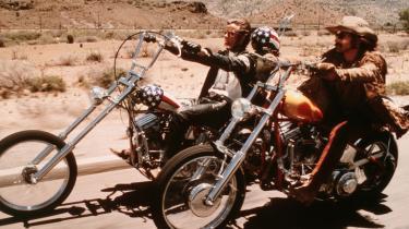 Dennis Hoppers karriere strakte sig over 55 år, flere end 100 film, et overdrevent alkohol- og stofmisbrug samt adskillige op- og nedture. Nu er den amerikanske skuespiller, instruktør, fotograf og kunstsamler død, 74 år gammel