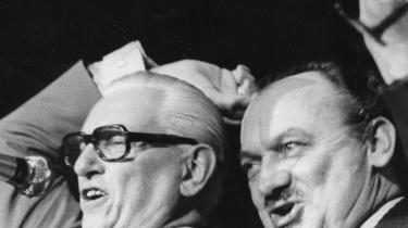 Frem til 1970'erne var fagbevægelsen med helt inde i ministerkontorerne, når Socialdemokraterne var ved magten. Når LO-formand Thomas Nielsen en sjælden gang ikke fik sin vilje, kaldte han offentligt statsminister Anker Jørgensen for en lille lort.