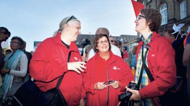 Sammen med titusindvis af demonstranter fra hele landet var den 57-årige førtidspensionist Else Stokholm fra Skive i går til sit livs første protestdemonstration foran Christiansborg. Den oplevelse var hele turen værd