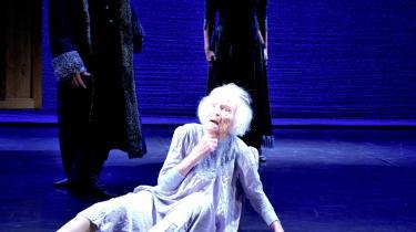 Nini Theilade holdt ikke følelserne tilbage, da hun dansede rollen som den rædselsslagne kvinde i 'Idioten' i Oure i søndags, 95 år gammel.
