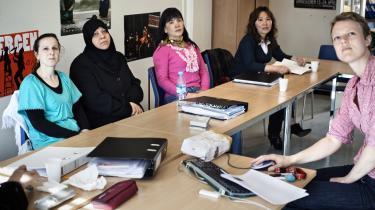 Kvinderne bliver ramt ekstra hårdt af sprogkravene, fordi de ofte har en ringe eller slet ingen skolegang med fra hjemlandet.   Arkiv