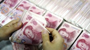 Beijing skaber tvivl om styrkelsen af den kinesiske valuta. I USA hævder kritikerne, at den kinesiske fastkurspolitik har ramt eksporten og kostet amerikanske arbejdspladser