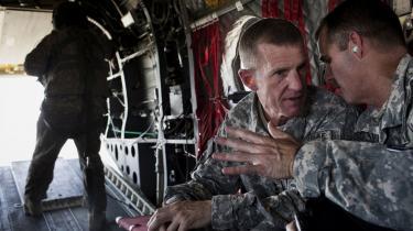 USA's øverstbefalende i Afghanistan, Stanley McChrystal, er godt tilpas i felten, men i mindre grad i sit rette element i diplomatiske sammenhænge og sammen med journalister. Over for musikmagasinet Rolling Stone, kom han og hans medarbejdere til at sige alt for meget, de ikke burde have sagt, og det vil sandsynligvis komme til at koste ham jobbet.