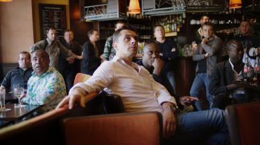 Dystre miner i baren i det 18. arrondissement i Paris, hvor gæsterne kunne se Frankrig blive ekspederet ud af VM-slutrunden i Sydafrika med et   1-2-nederlag til værtsnationen.