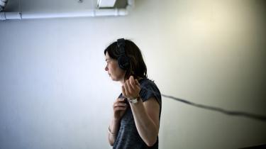 Maria Finn er både kunstner og forsker. Hun er den første stipendiat i kunstnerisk forsking, og hendes ph.d.- afhandling om forholdet mellem ord og billeder skal ledsages af en udstilling.