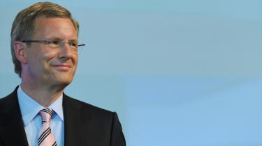 De to kombattanter, der i dag skal kæmpe om at blive Tysklands nye præsident: Merkels kandidat, Christian Wulff, til venstre. og til til højre Joachim Gauck, som oppositionen har begået en mindre genistreg ved at udnævne som alternativ kandidat