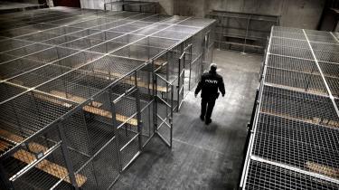 Den gamle lagerhal på Retortvej i Valby, der blev indrettet til 'klimafængsel' under klimatopmødet i december. Omkring 250 mennesker har efterfølgende forlangt erstatning for uberettiget frihedsberøvelse. Flere har klaget over, at de i burene blev filmet af grinende betjente.