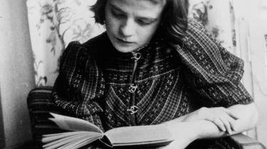 Oprør. Sophie Scholl i 1941, to år inden hun blev dømt til døden og henrettet for højforræderi mod Hitler. I ny biografi fortæller Barbara Beuys om Sophie Scholls liv - fra hendes tid i Hitler Jugend til det oprør, som, efter hendes død, gjorde hende til et symbol på den indre, ikke-voldelige modstand mod nazidiktaturet.
