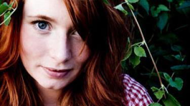 Annika Aakjær, der er aktuel med en ny single, græder stadig som pisket, når hun læser H.C. Andersen