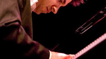 Den indiske pianist   Vijay Iyer har en fortid som matematiker, men om det er årsagen til, at han ikke rigtig rammer en emotionel tone med sin musik, er uvist.