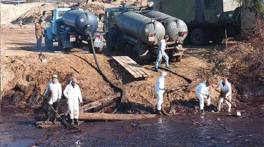 De enorme russiske olie- og gasrørledninger forurener løbende det skrøbelige miljø i Nordrusland. Mest veldokumenteret er katastrofen i Usinsk fra 1994 og frem til i dag