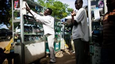 Denne camerounske mobiltelefonsælger har kronede dage i Juba i det sydlige Sudan. I hele Afrika steg antallet af mobilabonnenter fra 16 mio. i 2000 til 376 mio. i 2008.