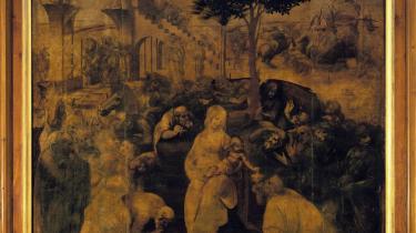 Hos Leonardo er de hellig tre konger ikke ene om at have fundet stalden. Alt, hvad der kan krybe og gå, kommer stormende mod madonna og barnet - som i øvrigt ikke sidder i en stald, men som en lysende pyramide, hvorom hele hurlumhejet cirkulerer - som roen i   orkanens øje.