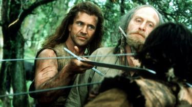 Omplantet til det 13. århundredes Skotland har Mel Gibsons udstråling fremragende appel til filmpublikummet,  men når det gælder private husspektakler, opfører 'Braveheart' sig som et rent uhyre